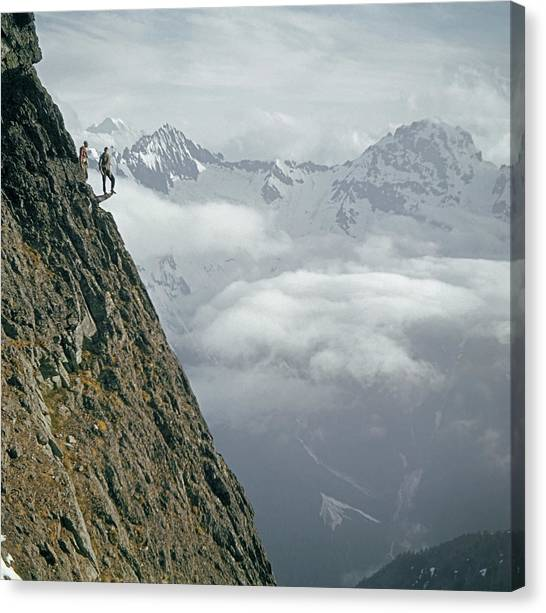 T-404101 Climbers On Sleese Mountain Canvas Print