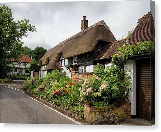 Thatched Cottages In Micheldever Canvas Print