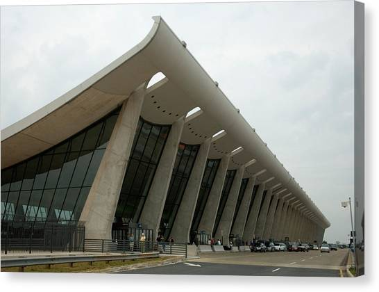 D.c. United Canvas Print - The Exterior Of Dulles Airport by Joel Sartore