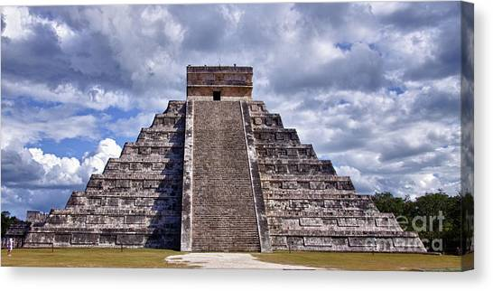 The Great Pyramid Of Chitzen Itza Canvas Print