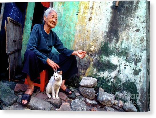 The Woman And The Cat Canvas Print