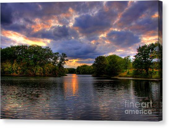 Thomas Lake Park In Eagan On A Glorious Summer Evening Canvas Print