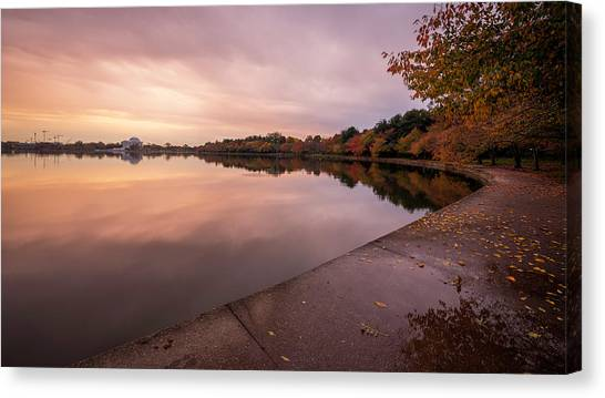 Tidal Basin In Fall 2 Canvas Print by Michael Donahue