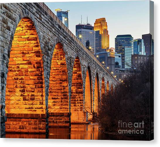 Mississippi River Canvas Print - Towards Downtown by Ernesto Ruiz