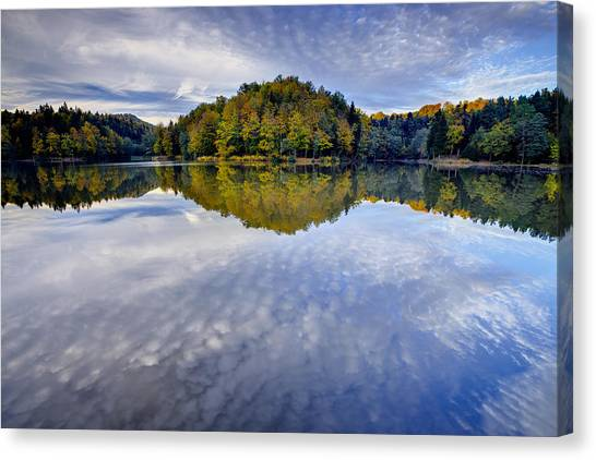 Trakoscan Lake In Autumn Canvas Print