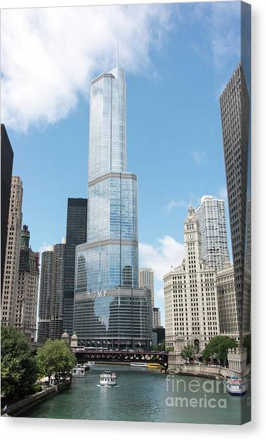 Trump Tower Overlooking The Chicago River Canvas Print