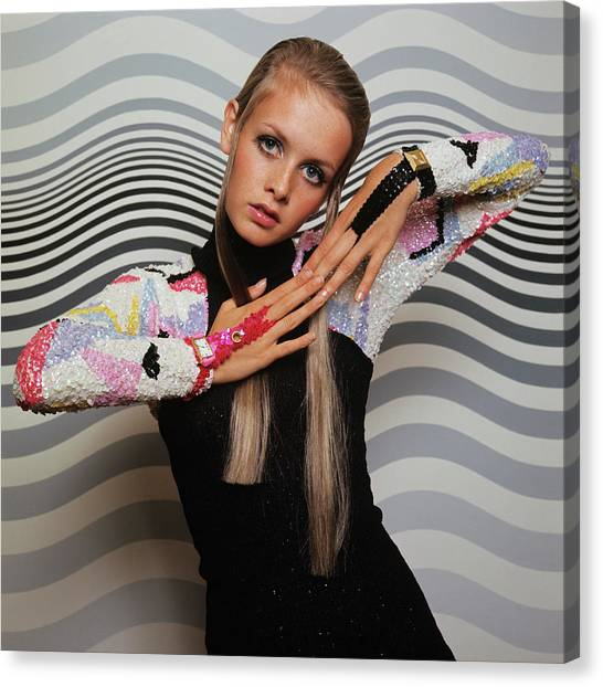 Twiggy Models In Front Of Waves Canvas Print by Bert Stern