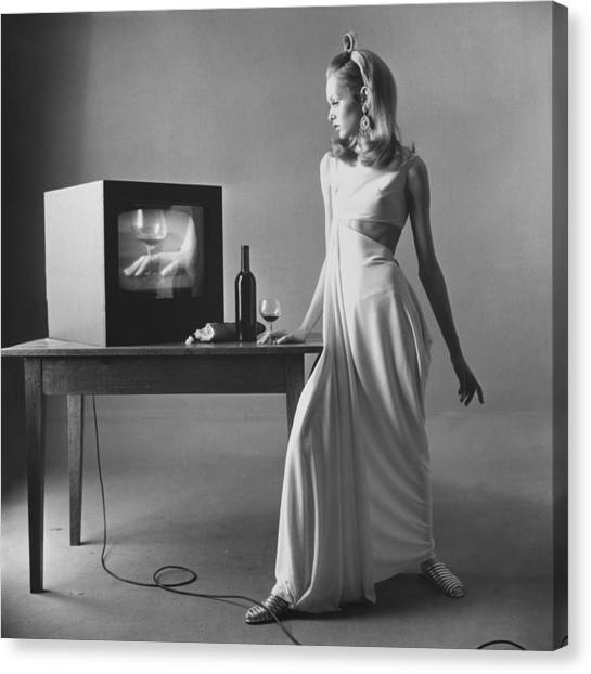 Twiggy With Television Monitor Canvas Print by Bert Stern