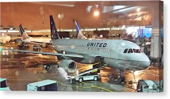 United Airlines A319 At Newark Airport Canvas Print