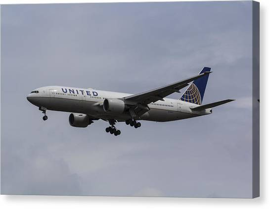 United Airlines Boeing 777 Canvas Print