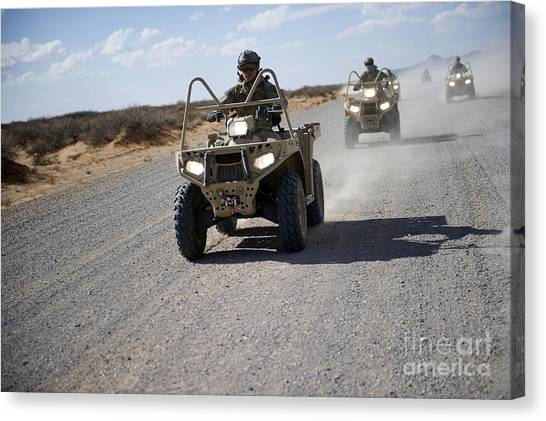 Green Berets Canvas Print - U.s. Soldiers Perform Maneuvers by Stocktrek Images