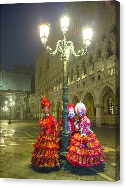 Venetian Ladies In San Marcos Square Canvas Print