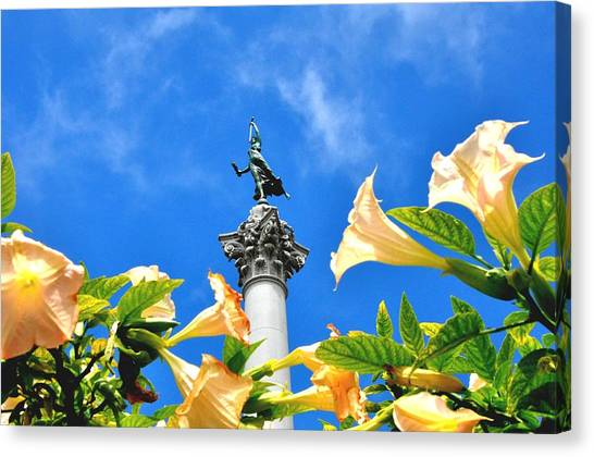 Victory Figurine In Union Square San Francisco Canvas Print
