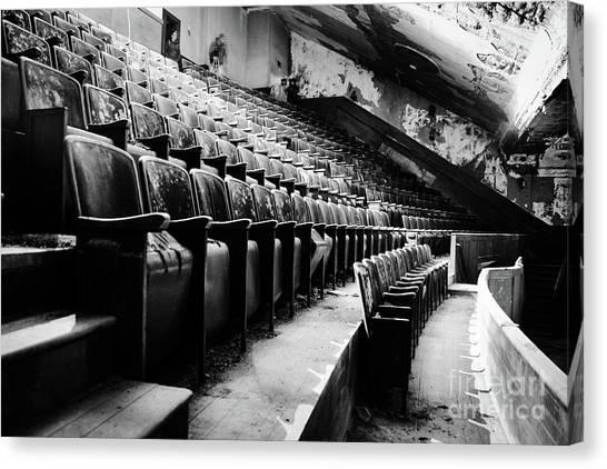 Victory Theatre, 1920-1979 Canvas Print by JMerrickMedia