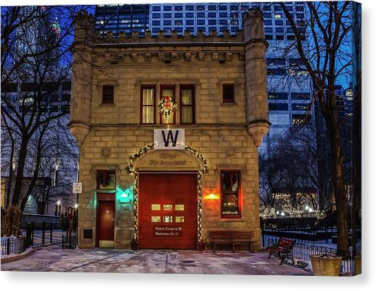 Vintage Chicago Firehouse With Xmas Lights And W Flag Canvas Print