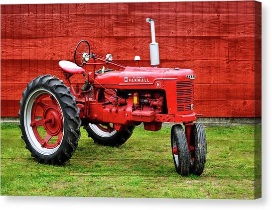 Vintage Farmall Tractor With Barnwood Canvas Print
