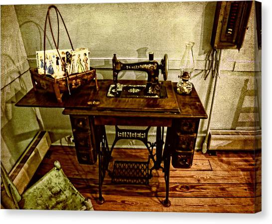 Vintage Singer Sewing Machine Canvas Print