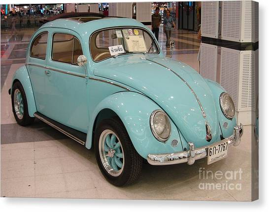 Vw Beetle Canvas Print by Mike Holloway