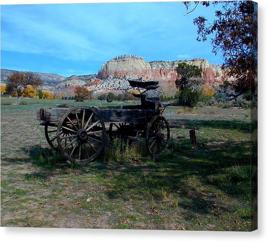 Canvas Print featuring the photograph Wagon And Kitchen Mesa by Joseph R Luciano