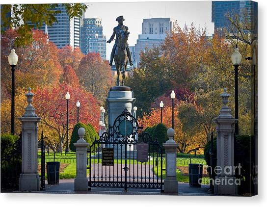 Washington Statue In Autumn Canvas Print