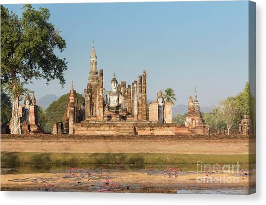 Wat Mahatat, Sukhothai Historical Park, Sukhothai, Thailand Canvas Print by Roberto Morgenthaler