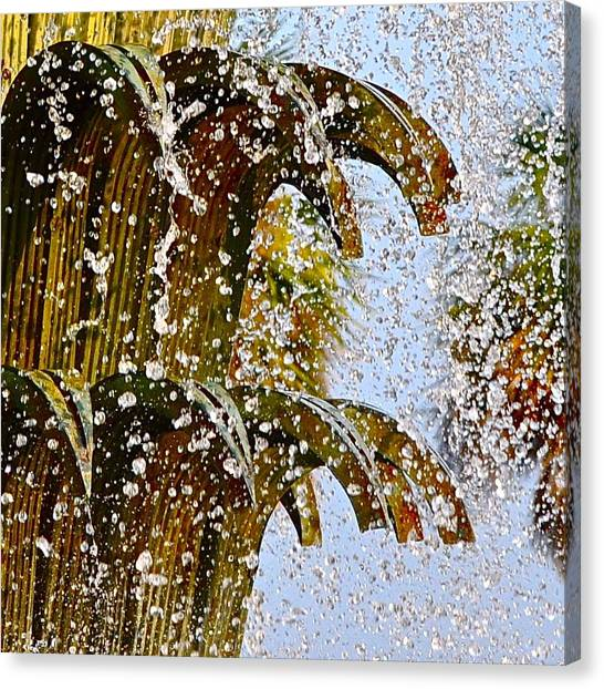 Water Fountain Yellow Charleston Sc Canvas Print by Lori Kesten