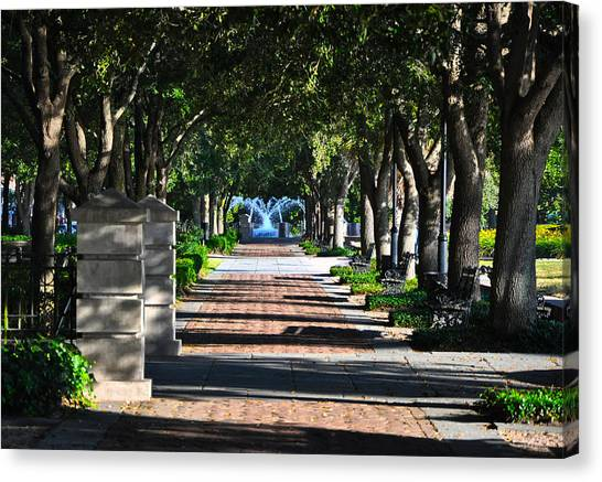 Waterfront Park Charleston Canvas Print by Lori Kesten