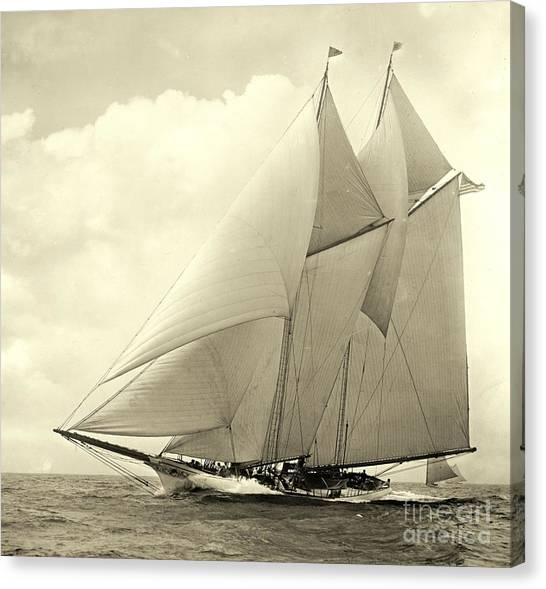 Yacht America 1910 Canvas Print