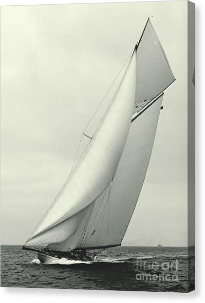 Yacht Columbia 1901 Canvas Print