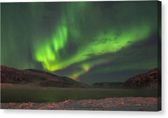 Canvas Print featuring the photograph Yukon Northern Lights 4 by Phyllis Spoor