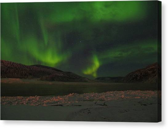 Canvas Print featuring the photograph Yukon Northern Lights 5 by Phyllis Spoor