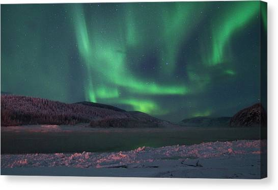 Canvas Print featuring the photograph Yukon Northern Lights 8 by Phyllis Spoor