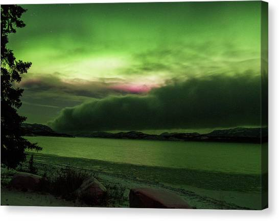 Canvas Print featuring the photograph Yukon Northern Lights 9 by Phyllis Spoor