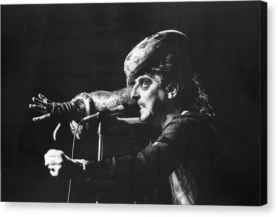 Alice Cooper Canvas Print - Alice Cooper At Msg by Fred W. McDarrah