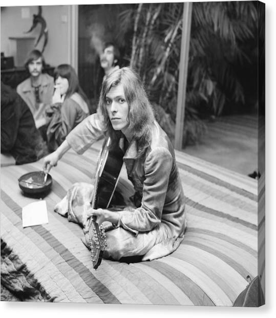 David Bowie At Bingeheimer Party Canvas Print by Michael Ochs Archives