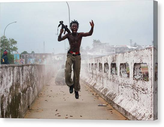Liberian Government Troops Push Back Canvas Print by Chris Hondros