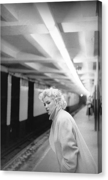 Marilyn In Grand Central Station Canvas Print by Michael Ochs Archives