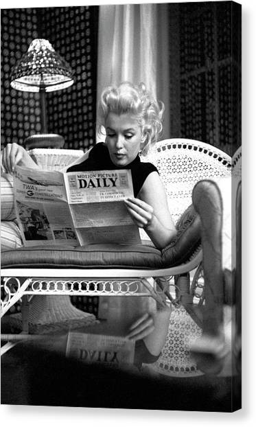 Marilyn Relaxes In A Hotel Room Canvas Print