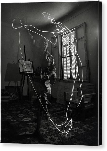 Picasso Drawing With Light Canvas Print