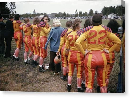 Womens Football Canvas Print by Michael Ochs Archives