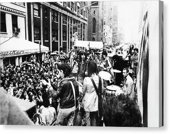 Rolling Stones On Fifth Avenue Canvas Print by Fred W. McDarrah
