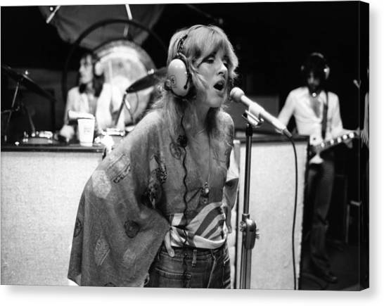 Photo Of Stevie Nicks And Fleetwood Mac Canvas Print by Fin Costello