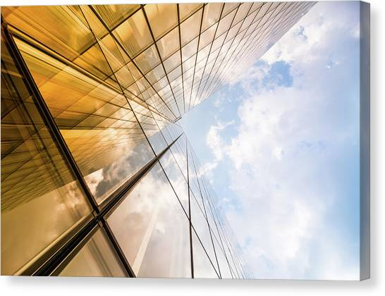 Skyscraper Canvas Print by Mmac72
