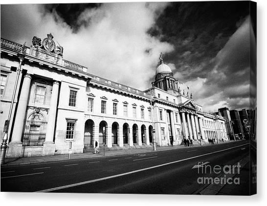 The Custom House Custom House Quay Dublin Republic Of Ireland Canvas Print by Joe Fox