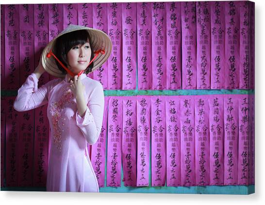 A Girl In A Pink Ao Dai And A Non La Canvas Print by Jethuynh