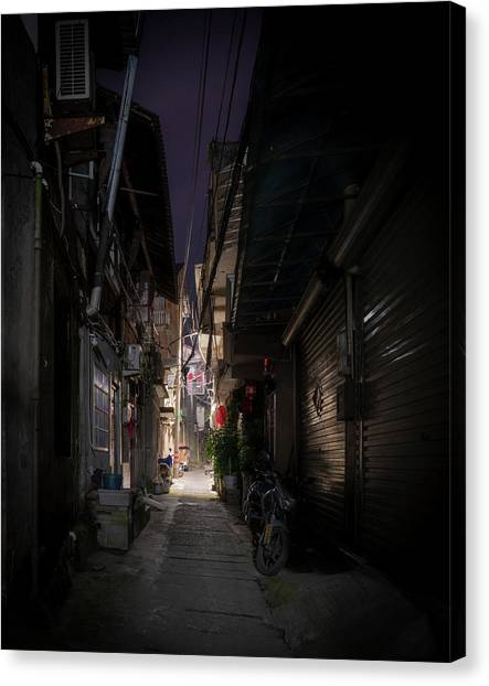 Canvas Print featuring the photograph Alleyway On Old West Street by William Dickman