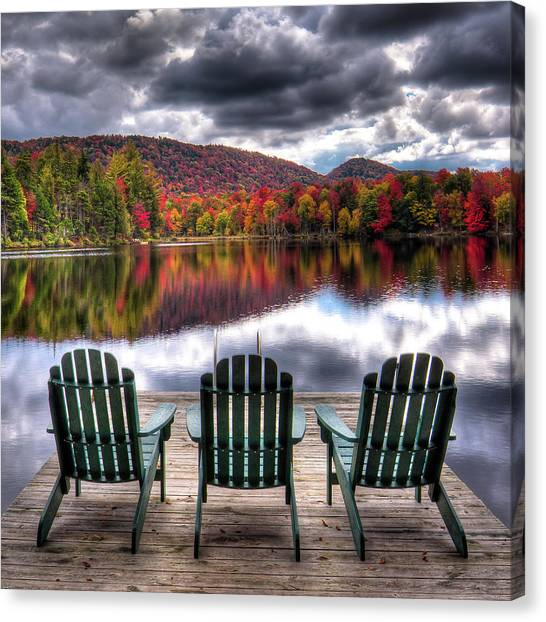 Canvas Print featuring the photograph Autumn At The Lake by David Patterson