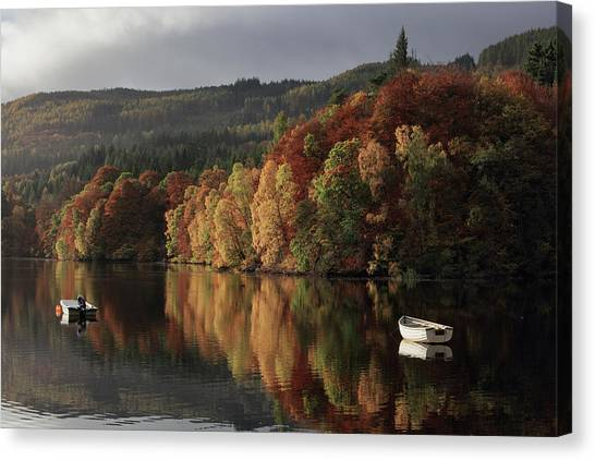 Canvas Print featuring the photograph Autumn Morning by Grant Glendinning