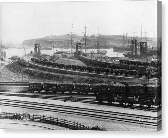 Barry Rail Canvas Print by Hulton Archive