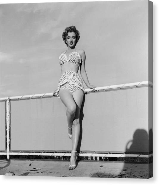 Beach Belle Canvas Print by Hulton Archive